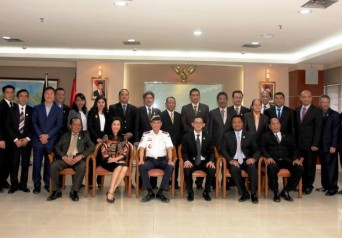 Menteri  Perhubungan Ignasius Jonan bersama Pengurus dan Pembina Organda Periode 2015-2020 di Kantor Kementerian Perhubungan Republik Indonesia, Jakarta pada Kamis, 9 Juli 2015
